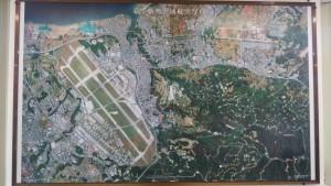 嘉手納町の地図。見えないけど赤い点線が嘉手納町。83%が基地