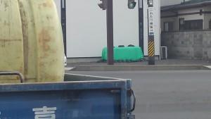 福島市内の住宅地にも除染後の土がありました。