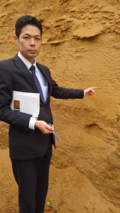 海砂の厚い層があらわになっていました。