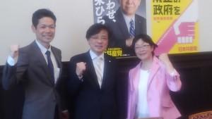 日本共産党控室で。