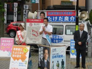 金山駅を出発。竹内平弁護士、西田とし子さんと訴え